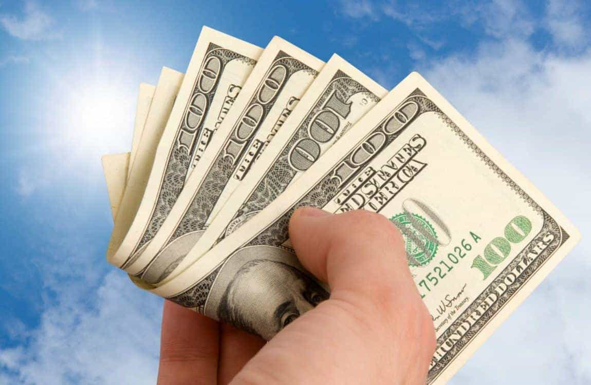 70 amazing ways to save hundreds every month. How to save money every month